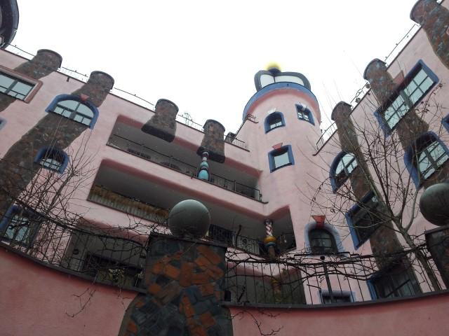 Hundertwasserhaus mit Türmchen